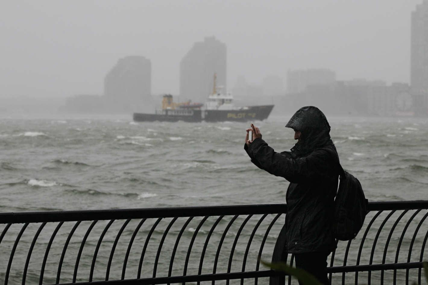 30-social-media-storm.w710.h473.2x